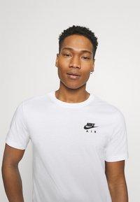Nike Sportswear - T-shirt med print - white - 3