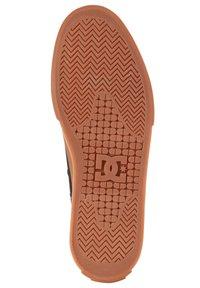 DC Shoes - MANUAL - Trainers - black/gum - 4