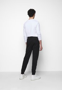 KARL LAGERFELD - PANTS - Jogginghose - black - 2
