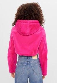 Bershka - MIT KAPUZE - Fleecová bunda - neon pink - 2