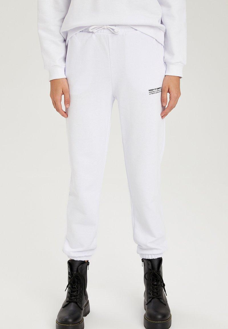 DeFacto - Tracksuit bottoms - white