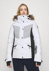 Superdry - SNOW LUXE PUFFER - Kurtka narciarska - white - 0