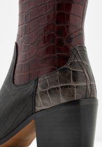 Shoe The Bear - GEORGIA MIX - Cowboy/biker ankle boot - bordeaux - 2