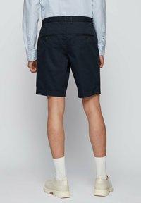 BOSS - SLICE - Shorts - dark blue - 2