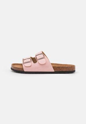 VEGAN REX DOUBLE BUCKLE SLIDE - Pantofole - pink