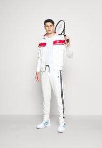 Sergio Tacchini - TRACKTOP YOUNGLINE - Sportovní bunda - blanc de blanc/tango red - 1
