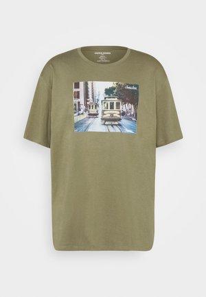 JJBARISTA TEE CREW NECK - Print T-shirt - dusty olive