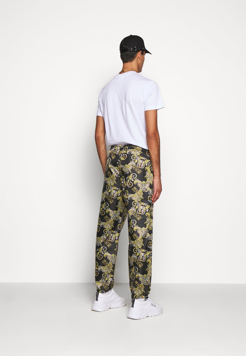 Versace Jeans Couture - RISTOP LOGO BAROQUE - Pantaloni sportivi - nero