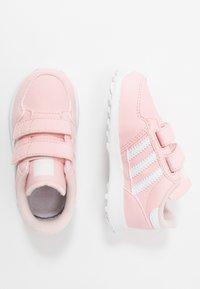 adidas Originals - FOREST GROVE - Zapatillas - ice pink/footwear white - 0