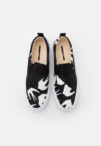 McQ Alexander McQueen - ORBYT MID - Baskets basses - black/white - 3