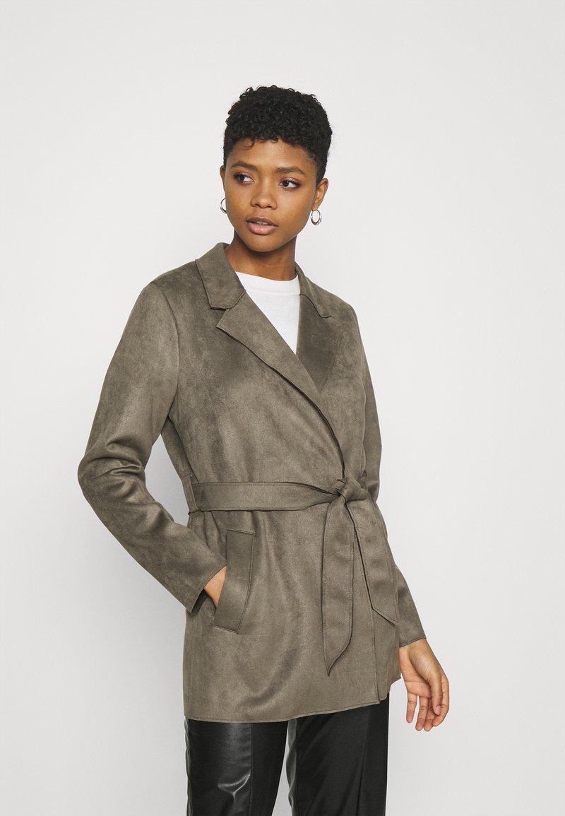 Vero Moda - VMNAPOLI JACKET - Short coat - bungee cord