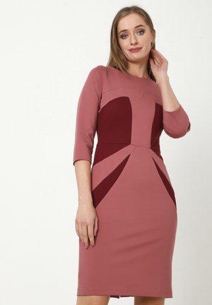 AMINA - Shift dress - rosa, weinrot