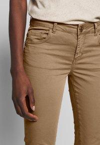 Mos Mosh - SUMNER DECOR PANT - Trousers - safari - 4