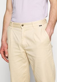 Afends - DAY OFF PANT - Chinos - dirty beige - 5