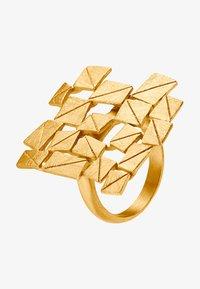 Pierścionek - goldfarbend