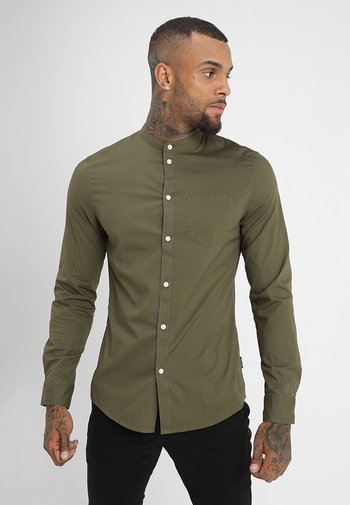 MUSCLE FIT - Camicia - oliv