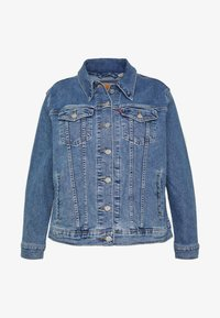 Levi's® Plus - BOYFRIEND TRUCKER - Denim jacket - light-blue denim - 4