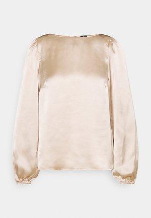 VMMADDIE BUTTON TOP TALL - Blůza - gilded beige