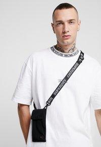 Superdry - SCHOLAR TECH POUCH - Across body bag - black - 1