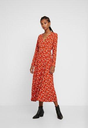 LONG SLEEVE WRAP DRESS - Kjole - rust