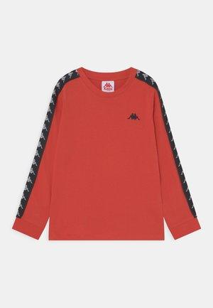 JENK UNISEX - Langarmshirt - aurora red