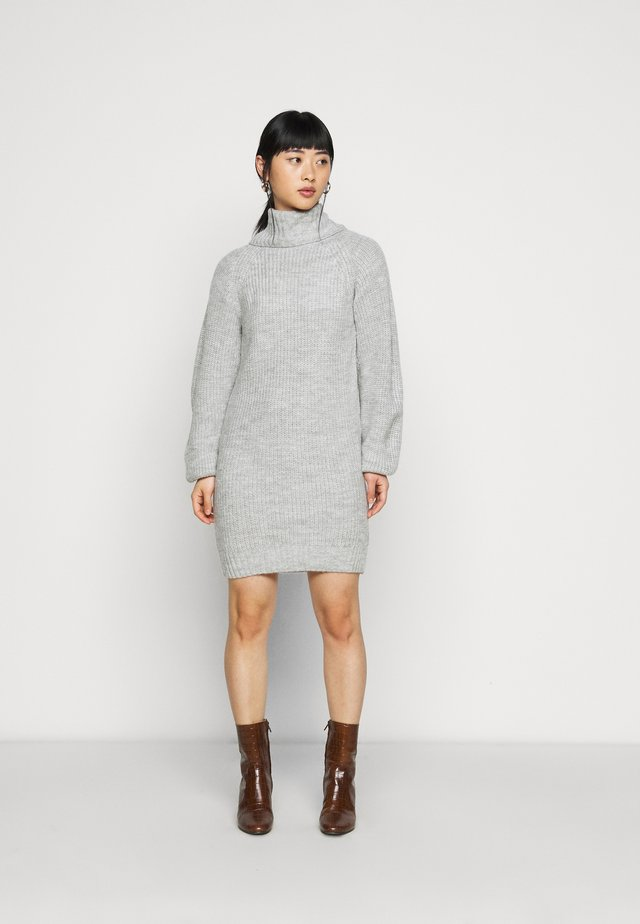COSY ROLL NECK MINI DRESS - Neulemekko - grey