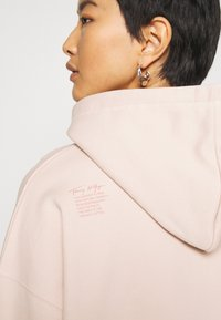 Tommy Hilfiger - CINDY RELAXED HOODIE - Sweat à capuche - cameo - 7
