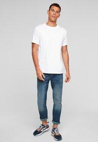 Q/S designed by - Basic T-shirt - white - 1