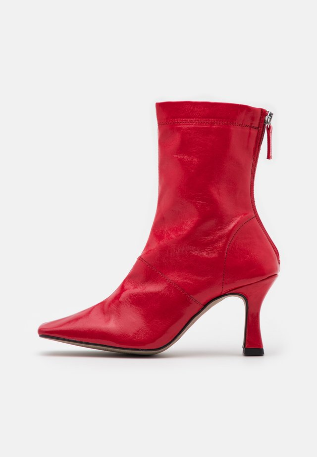 VEGAN VIVA FLARED BOOT - High heeled ankle boots - red