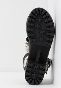 Madden Girl - CARTERR - Sandály na platformě - natural/multicolor - 6