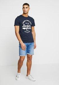 Jack & Jones - JJERAFA - Print T-shirt - navy blazer - 1