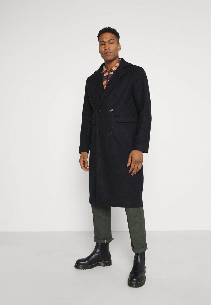 Mennace - TAILORED COAT - Classic coat - navy