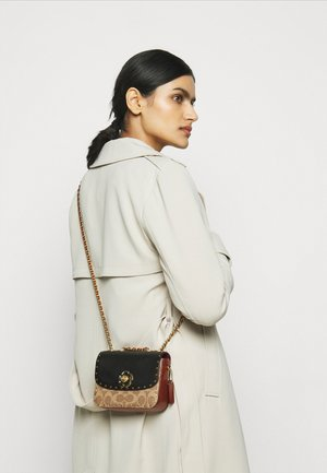 SIGNATURE MADISON SHOULDER BAG - Across body bag - tan rust