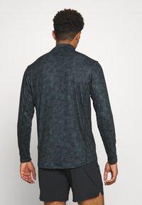 Endurance - ABBAS M PRINTED MIDLAYER - Camiseta de deporte - black print - 2