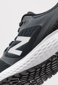 New Balance - 520 V6 - Zapatillas de running neutras - black - 5