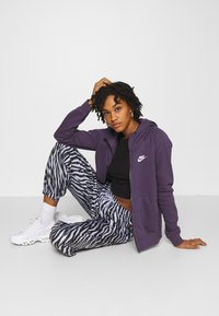 Nike Sportswear - Zip-up hoodie - dark raisin/white - 3