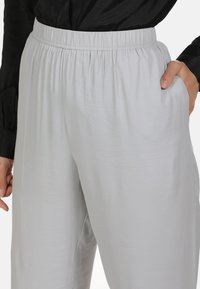 usha - Trousers - grey - 3