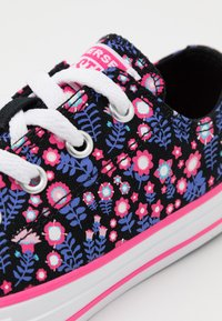 Converse - CHUCK TAYLOR ALL STAR FLORAL - Tenisky - black/bold pink/white - 5