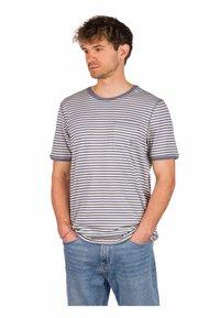 Kazane - ARVID  - Print T-shirt - folkstone gray/white - 0