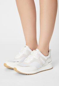 MICHAEL Michael Kors - PIPPIN TRAINER - Sneakers laag - bright white - 0