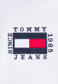 Tommy Jeans - BOX FLAG HOODIE - Sweat à capuche - white - 5