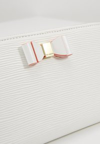 Ted Baker - ROUXI - Wallet - ivory - 2