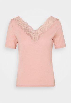 VMAVA VNECK PETITE - Print T-shirt - misty rose
