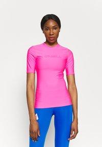 O'Neill - BIDART SKIN - Camiseta de lycra/neopreno - rosa shocking - 0