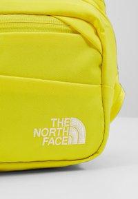 The North Face - BOZER HIP PACK UNISEX - Sac banane - lemon/black - 2