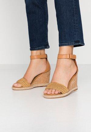 PELICANBAY  - Sandály na vysokém podpatku - fudge/caramel
