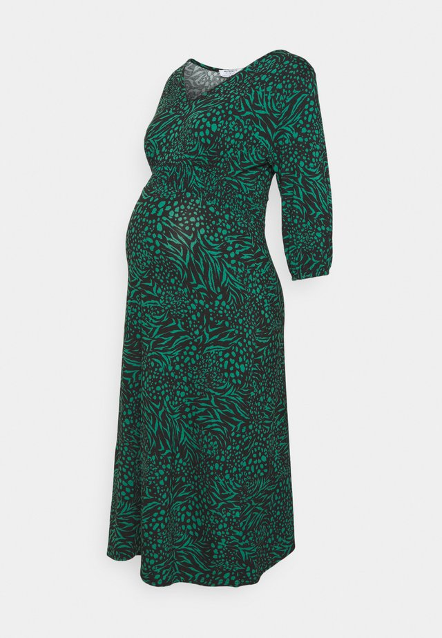 MATERNITY SHIRRED WAIST MIDI DRESS - Jerseykjoler - green