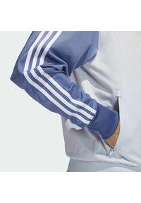adidas Originals - Træningsjakker - halo blue/crew blue/scarlet - 4