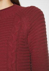 Banana Republic - FUNNEL NECK  CABLE - Vestido de punto - mulled cranberry - 6