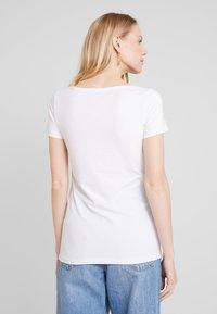 Esprit - CORE  - Jednoduché triko - white - 2